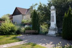 Památník padlým ve světové válce v Bělušicích